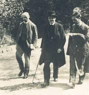 Rudolf Steiner (Mitte) auf dem Weg zur Uhlandshöhe in Stuttgart. Die Aufnahme wurde 1922 von einer 12-jährigen Waldorfschülerin gemacht.